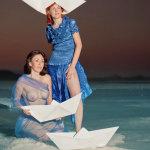 הפקת אופנה למעצבת בגדים בים