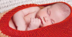 בסטודיו לצילום פוסט מבחר בגדים סרוגים ואביזרים לצילום תינוקות