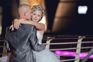 צילומי לילה לחתן וכלה על הגשר מואר