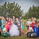צילומי חוץ לחתן כלה עם הרבה חברים , שחרור יונה